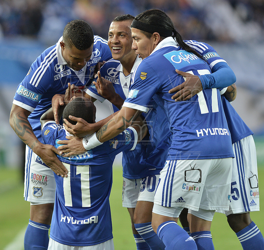 BOGOTÁ -COLOMBIA, 31-08-2013. Leudo Dawling (D) de Millonarios celebra un gol en contra de Huila durante partido válido por la fecha 8 de la Liga Postobón 2013-1 jugado en el estadio el Campín de la ciudad de Bogotá./ Leudo Dawling (R) of Millonarios celebrates a goal  against Huila during match valid for the 8th date of the Postobon League II 2013 played at El Campin stadium in Bogotá city. Photo: VizzorImage/Gabriel Aponte/STR