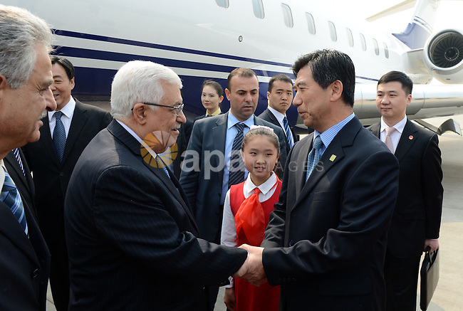 Palestinian President Mahmoud Abbas arrives to Beijing during an official visit to China, on May 05, 2013. Photo by Thaer Ganaim