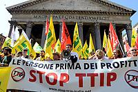 Rom, 27 Giugno 2017<br /> Riccardo Fraccaro<br /> Manifestazione al Pantheon contro il CETA, Comprehensive Economic and Trade Agreement, tra Europa e Canada