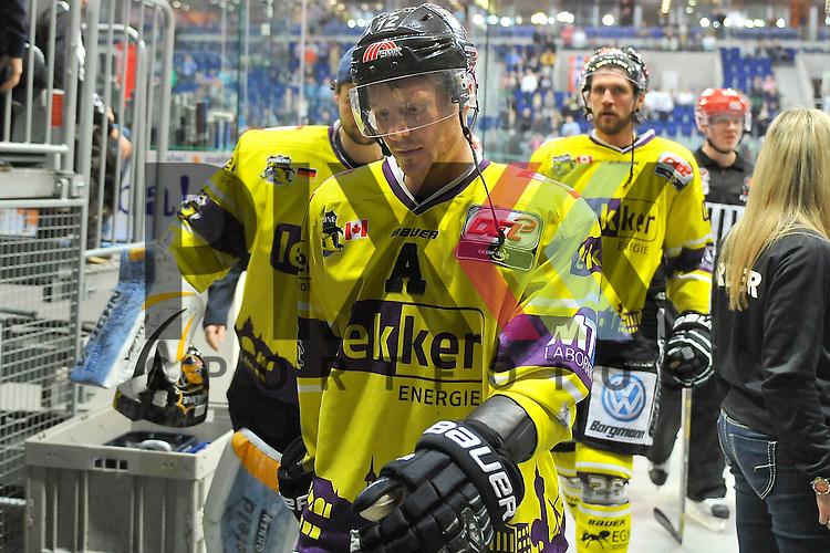 Krefelds Adam Courchaine (Nr.12) nach dem Spiel beim Spiel in der DEL, Adler Mannheim - Krefeld Pinguine.<br /> <br /> Foto &copy; Ice-Hockey-Picture-24 *** Foto ist honorarpflichtig! *** Auf Anfrage in hoeherer Qualitaet/Aufloesung. Belegexemplar erbeten. Veroeffentlichung ausschliesslich fuer journalistisch-publizistische Zwecke. For editorial use only.