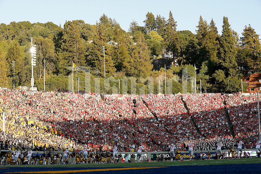 Ohio State Buckeyes against California Golden Bears in the 3rd quarter at Memorial Stadium in Berkeley, California on September 14, 2013.  (Dispatch photo by Kyle Robertson)