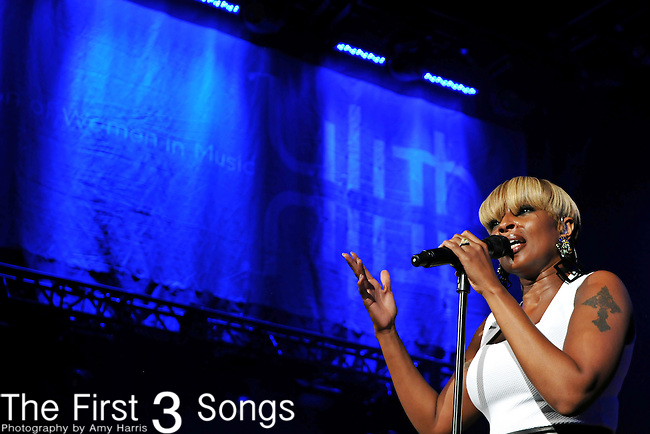 Mary J. Blige performs at Lilith Fair in Cleveland, Ohio on July 27, 2010.