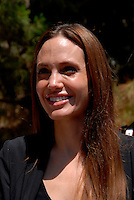 Lampedusa / Italia - 19 giugno 2011.Angelina Jolie, nella veste di Ambasciatore per i diritti umani delle Nazioni Unite, visita il centro di prima accoglienza per rifugiati di Lampedusa..Foto Livio Senigalliesi