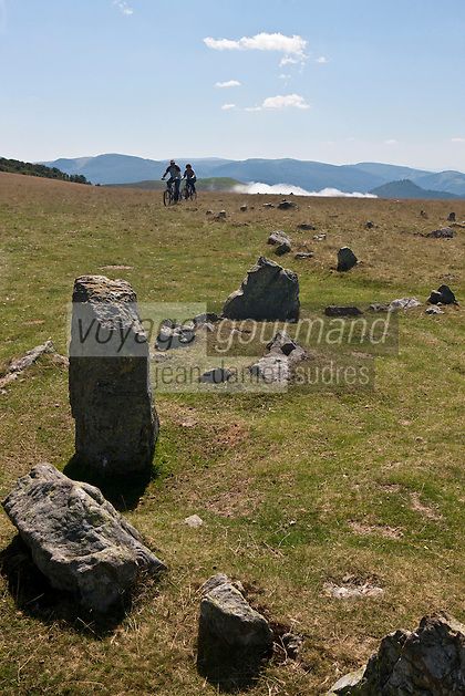 Europe/France/Aquitaine/64/Pyrénées-Atlantiques/Pays-Basque/Iraty: Randonnée en VTT aux Cromlech's d'Occabé  [Autorisation : 11004] [Autorisation : 11005] - Okabe ou Occabe, 1 456 m d'altitude, est un mont du Pays basque