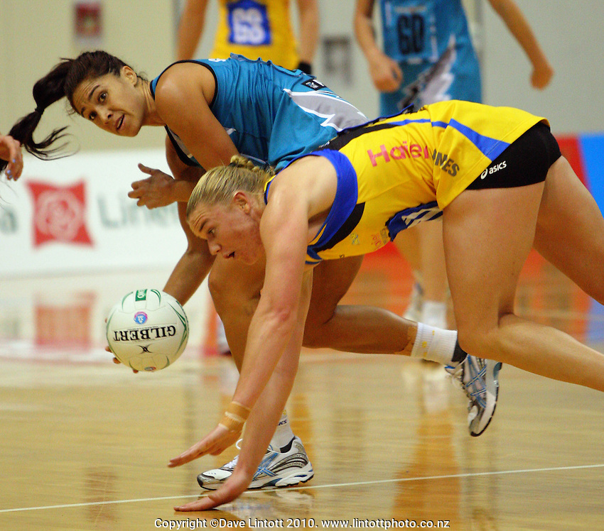 Mo'onia Gerrard looks for support after a collision with Pulse wing defence Cushla Lichtwark during the ANZ Netball Championship match between the Central Pulse and Adelaide Thunderbirds, TSB Bank Arena, Wellington, New Zealand on Saturday, 17 April 2010. Photo: Dave Lintott / lintottphoto.co.nz