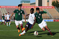 Edward Nketiah of Arsenal and England U21's uses a good old fashioned shoulder charge with Carlos Alonso Vargas Tenorio of Mexico defence during Mexico Under-21 vs England Under-21, Tournoi Maurice Revello Final Football at Stade Francis Turcan on 9th June 2018