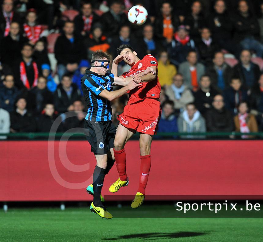 KV Kortrijk - Club Brugge KV : duel tussen Ivan Santini (rechts) en Laurens De Bock (links)<br /> foto VDB / Bart Vandenbroucke