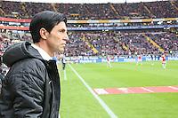 Sportmanager Bruno Hübner (Eintracht) blickt wehmütig zu den Bayern hinüber - Eintracht Frankfurt vs. FC Bayern München, Commerzbank Arena
