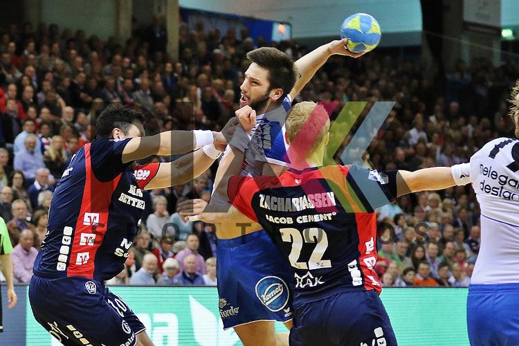Flensburg, 16.05.2015, Sport, Handball, DKB Handball Bundesliga, Saison 2014/2015, SG Flensburg-Handewitt - TBV Lemgo : Tobias Karlsson (SG Flensburg-Handewitt, #3), Tim Suton (TBV Lemgo, #18), Anders Zachariassen (SG Flensburg-Handewitt, #22)<br /> <br /> Foto &copy; P-I-X.org *** Foto ist honorarpflichtig! *** Auf Anfrage in hoeherer Qualitaet/Aufloesung. Belegexemplar erbeten. Veroeffentlichung ausschliesslich fuer journalistisch-publizistische Zwecke. For editorial use only.