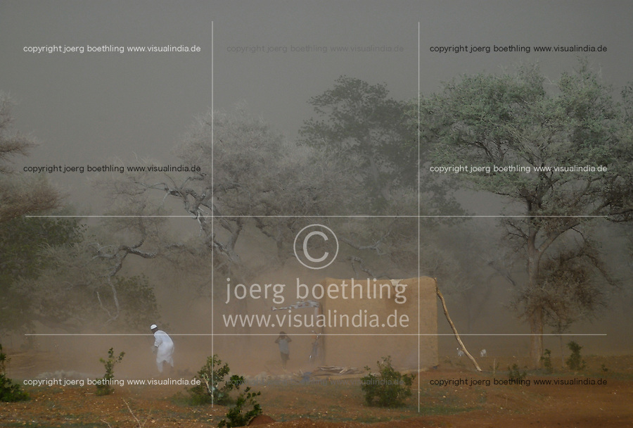BURKINA FASO, strong storm before rainfall / BURKINA FASO, starker Sturm vor Gewitter in der Regenzeit