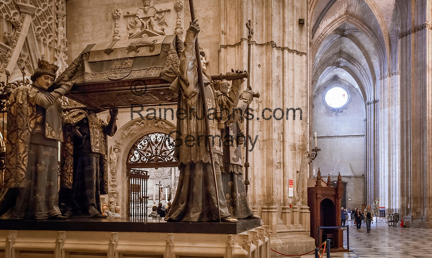 Spanien, Andalusien, Sevilla: Sarkophag des Kolumbus in der Kathedrale von Sevilla   Spain, Andalusia, Seville: Seville Cathedral. Monument to Christopher Columbus, built in late 19th century
