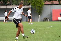 SANTOS, SP, 17.11.2015 - FUTEBOL-SANTOS - David Braz do Santos durante sessão de treinamento no Centro de Treinamento Rei Pelé nesta terça-feira, 17.(Foto: Flavio Hopp / Brazil Photo Press)