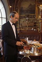 """Europe/France/Ile-de-France/Paris: """"BELLE-EPOQUE"""" - Restaurant """"Le Train Bleu"""" Gare de Lyon [Non destiné à un usage publicitaire - Not intended for an advertising use]<br /> PHOTO D'ARCHIVES // ARCHIVAL IMAGES<br /> FRANCE 1990"""