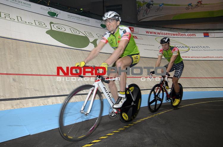 11.01.2014, &Ouml;VB Arena, Bremen, GER, Sixdays Bremen, im Bild Nico He&szlig;lich / Milan Kadlec (Team leasing e bike #8)<br /> <br /> Foto &copy; nordphoto / Frisch
