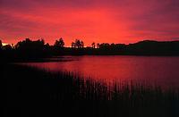 Sweden, Vaestra Goetaland, midsummer at Anten Lake, about 50 km northeast of Gotenburg | Schweden, Vaestra Goetaland, Mittsommernacht am Anten See, ca. 50 km nordoestlich von Goeteborg