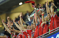 25.05.2013 London, England. Bayern Munich celebrate with the trophy after their win in the 2013 UEFA Champions League Final between Bayern Munich and Borussia Dortmund from Wembley Stadium. Picture Credit: Tommy Grealy/actionshots.ie