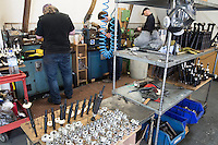 Mc Callum bagpipes factory La fabbrica di cornamuse più famosa al mondo Operai al lavoro The  most popular bagpipes factory in the world.Workers and featured some parts of the drones.