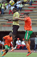 ITAGÜÍ -COLOMBIA-11-05-2013. Cristian Nazarit (I) del Itagüí disputa el balón con Andrés Felipe Orozco (D) de Itagüí durante partido de la fecha 15 Liga Postobón 2013-1 realizado en el estadio Metropolitano Ciudad de Itagüí./ Cristian Nazarit (L) of Itagüí fights for the ball with a Itagüi player Andres Felipe Orozco (R) during match of the 15th date of Postobon League 2013-1 at Metropolitan Ciudad de Itagüi stadium.  Photo:VizzorImage/STR
