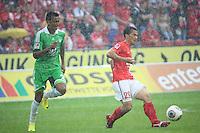 Shinji Okazaki (Mainz) gegen Luiz Gustavo (VfL)- 1. FSV Mainz 05 vs. VfL Wolfsburg, Coface Arena, 3. Spieltag