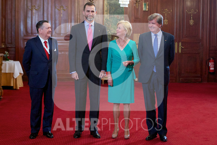 Spain's crown Prince Felipe de Borbon and Bertelsmann Foundation board member Liz Mohn during the closing ceremony of the Spanish German forum. {monthname} {day0}, {year4}. (ALTERPHOTOS/Alvaro Hernandez)
