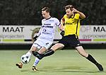2018-02-17 / voetbal / seizoen 2017-2018 / Oosterzonen - Berchem / Tim Verstraeten (r) (Berchem) zet Olivier Schops (l) (Oosterzonen) onder druk