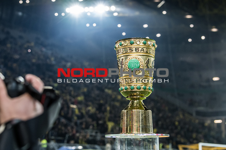 05.02.2019, Signal Iduna Park, Dortmund, GER, DFB-Pokal, Achtelfinale, Borussia Dortmund vs Werder Bremen<br /> <br /> DFB REGULATIONS PROHIBIT ANY USE OF PHOTOGRAPHS AS IMAGE SEQUENCES AND/OR QUASI-VIDEO.<br /> <br /> im Bild / picture shows<br /> DFB-Pokal Trophäe, <br /> <br /> Foto © nordphoto / Ewert
