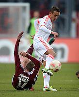 FUSSBALL   1. BUNDESLIGA  SAISON 2012/2013   12. Spieltag 1. FC Nuernberg - FC Bayern Muenchen      17.11.2012 Mike Frantz  (li, 1 FC Nuernberg) gegen Rafinha (FC Bayern Muenchen)