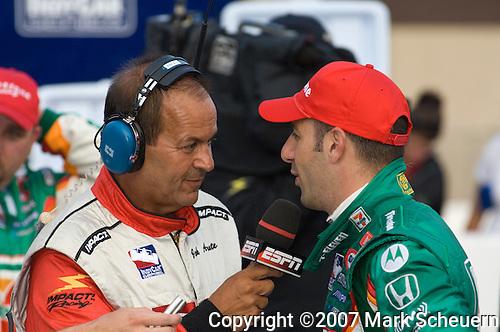 5 August 2007: ESPN's Jack Arute interviews race winner Tony Kanaan at the Firestone Indy 400, Michigan International Speedway, Brooklyn, Michigan
