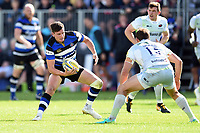 Freddie Burns of Bath Rugby in possession. Aviva Premiership match, between Bath Rugby and Saracens on September 9, 2017 at the Recreation Ground in Bath, England. Photo by: Patrick Khachfe / Onside Images