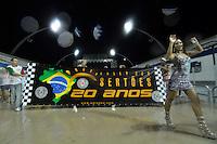 SÃO PAULO, SP, 15 DE JANEIRO DE 2012 - ENSAIO TÉCNICO X-9 PAULISTANA - Ensaio técnico da Escola de Samba X-9 Paulistana na praparação para o Carnaval 2012. O ensaio foi realizado na madrugada deste domingo, no Sambódromo do Anhembi, zona norte da cidade. FOTO LEVI BIANCO - NEWS FREE