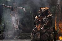MEX26. XCARET (MÉXICO), 01/11/2011.- Bailarines participan hoy, martes 1 de noviembre de 2011, en la presentación del Ballet Folclórico Nacional de México Aztlán, en el marco del Sexto Festival de Tradiciones de Vida y Muerte que se celebra en el parque ecológico Xcaret, en el Caribe mexicano, como parte de la celebración del Día de Muertos. EFE/Elizabeth Ruiz