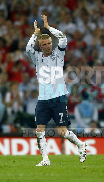 England's David Beckham substituted applauds the fans..International Friendly..England v Brazil..1st June, 2007..--------------------..Sportimage +44 7980659747..admin@sportimage.co.uk..http://www.sportimage.co.uk/
