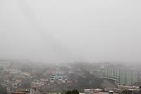SÃO PAULO 31.08.2014 - São Paulo sofre reversão climática e neblina cai sobre a zona sul na tarde deste domingo (31). (Foto: Fabricio Bomjardim / Brazil Photo Press).