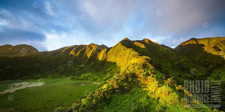 A sunset aerial view of Ka'au Crater in Honolulu, O'ahu.