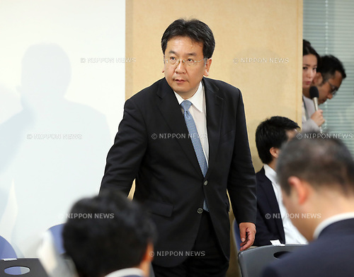 "September 28, 2017, Tokyo, Japan - Japan's main opposition Democratic Party acting leader Yukio Edano arrives at the party's lawmakers meeting at the party headquarters in Tokyo on Thursday, September 28, 2017. Democratic Party decided to join the newly founded party ""Kibou no Tou"" led by Tokyo Governor Yuriko Koike.   (Photo by Yoshio Tsunoda/AFLO) LWX -ytd-"