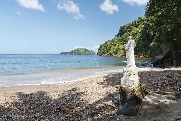 Saut D'Eau beach - statue of St Peter -