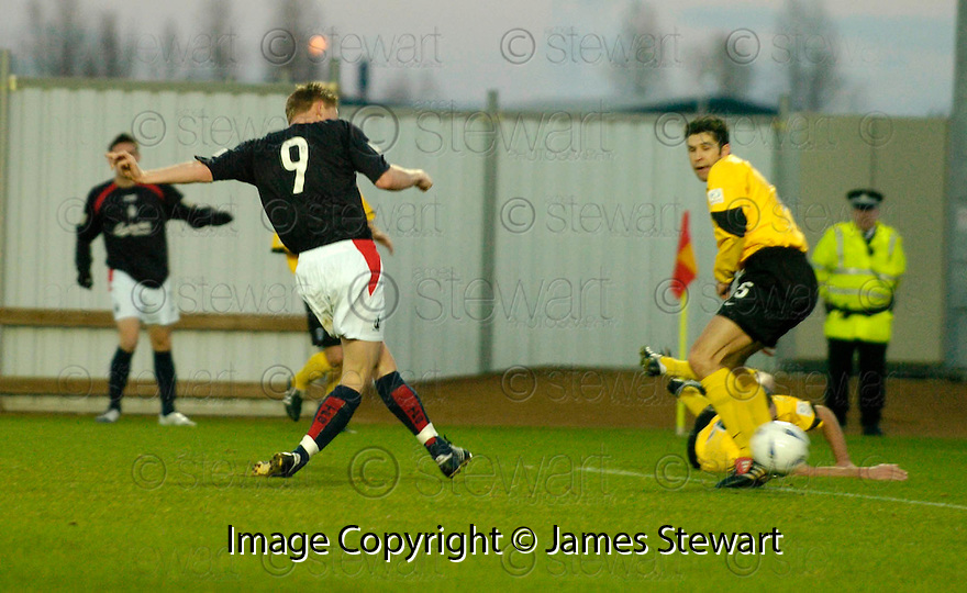 18/12/2004  Copyright Pic : James Stewart.File Name : jspa05_falkirk_v_qots.DANIEL MCBREEN FIRES HOME FALKIRK'S SECOND.......Payments to :.James Stewart Photo Agency 19 Carronlea Drive, Falkirk. FK2 8DN      Vat Reg No. 607 6932 25.Office     : +44 (0)1324 570906     .Mobile   : +44 (0)7721 416997.Fax         : +44 (0)1324 570906.E-mail  :  jim@jspa.co.uk.If you require further information then contact Jim Stewart on any of the numbers above.........