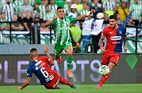 MEDELLÍN-COLOMBIA, 25-08-2019: Daniel Muñoz de Atlético Nacional y Andrés Cadavid, Adrián Arregui de Deportivo Independiente Medellín disputan el balón, durante partido de la fecha 8 entre Atlético Nacional y Deportivo Independiente Medellín, por la Liga Águila II 2019, jugado en el estadio Atanasio Girardot de la ciudad de Medellín. / Daniel Muñoz of Atletico Nacional and Andres Cadavid, Adrian Arregui figth for the ball, during a match of the 8th date between Atletico Nacional and Deportivo Independiente Medellin, for the Aguila Leguaje II 2019 played at the Atanasio Girardot Stadium in Medellin city. / Photo: VizzorImage / León Monsalve / Cont.
