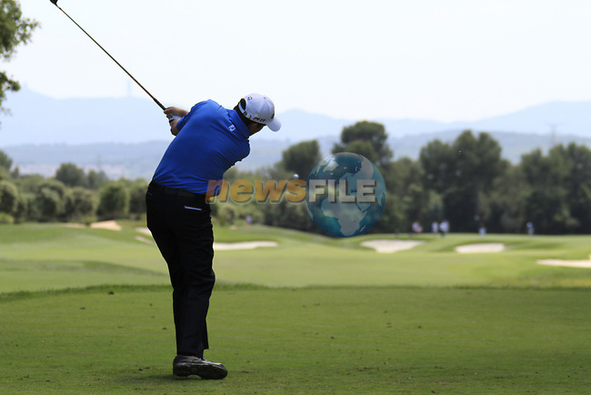 Peter Lawrie (IRL) in action on the 4th tee during Day 2 of the Open de Espana at Real Club De Golf El Prat, Terrasa, Barcelona, 6th May 2011. (Photo Eoin Clarke/Golffile 2011)