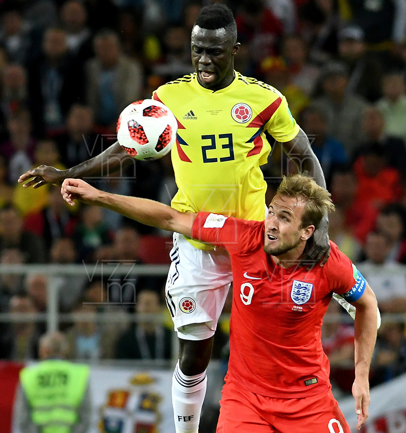 MOSCU - RUSIA, 03-07-2018: Davinson SANCHEZ (Izq) jugador de Colombia disputa el balón con Harry KANE (Der) jugador de Inglaterra durante partido de octavos de final por la Copa Mundial de la FIFA Rusia 2018 jugado en el estadio del Spartak en Moscú, Rusia. / Davinson SANCHEZ (L) player of Colombia fights the ball with Harry KANE (R) player of England during match of the round of 16 for the FIFA World Cup Russia 2018 played at Spartak stadium in Moscow, Russia. Photo: VizzorImage / Julian Medina / Cont