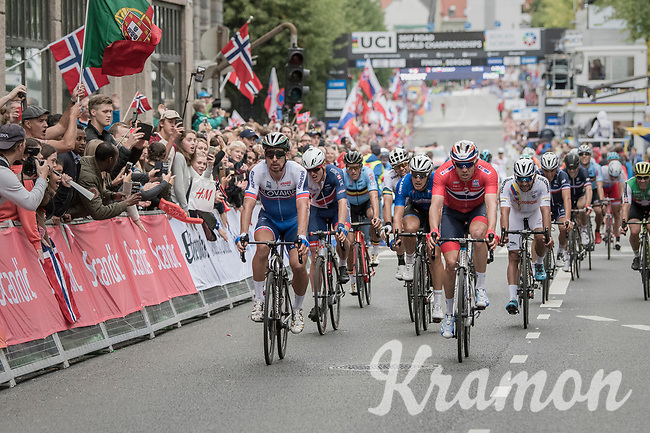 Peter Sagan (SVK/Bora-Hansgrohe) crowns himself World Champion for the 3rd (successive) time. He beat Alexander Kristoff  (NOR/Katusha-Alpecin) at the finish line in a bunch sprint.<br /> <br /> Men Elite Road Race<br /> <br /> UCI 2017 Road World Championships - Bergen/Norway