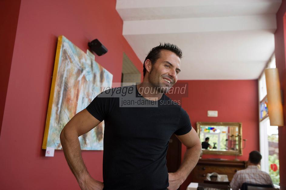 """Europe/Espagne/Iles Canaries/Tenerife/La Orotava ,restaurant """"Lucas Maes"""" Lucas Maes dans son établissement0"""