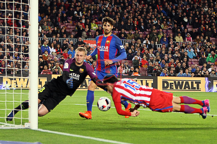 Copa del Rey 2016/2017 - Semifinal vuelta.<br /> FC Barcelona vs Atletico Madrid: 1-1.<br /> Cillessen vs Savic.