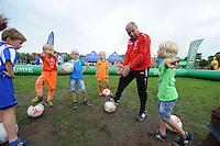 VOETBAL: ABE LENSTRA STADION: HEERENVEEN: 05-07-2014, Open dag SC Heerenveen, Maarten de Jong geeft voetballes, ©foto Martin de Jong