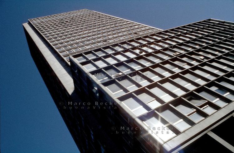 Milano, Piazza della Repubblica. Il grattacielo torre Breda --- Milan, Repubblica square. The skyscraper torre Breda