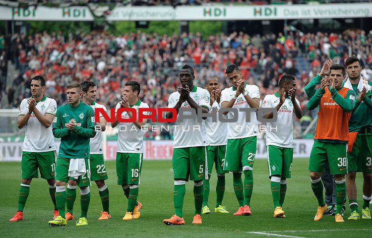 09.05.2015, HDI Arena, Hannover, GER, 1.FBL, Hannover 96 vs Werder Bremen, im Bild Die Mannschaft bedankt sich bei den Fans<br /> <br /> Foto &copy; nordphoto / Frisch