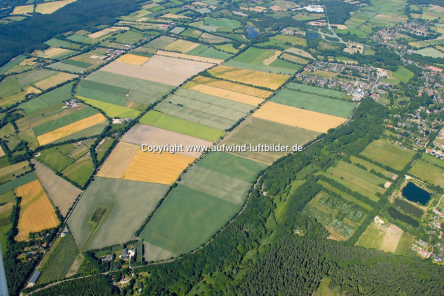 Grande:EUROPA, DEUTSCHLAND, SCHLESWIG- HOLSTEIN, GRANDE 23.06.2005:der Nordwestteil von Grande , in diesem Bereich ist der Abbau von Sand geplant und strittig. Felder, Ort, Landschaft, <br /><br />Luftaufnahme, Luftbild,  Luftansicht