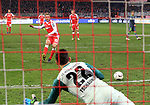 08.03.2019, Stadion an der Wuhlheide, Berlin, GER, 2.FBL, 1.FC UNION BERLIN  VS. FC Ingolstadt 04, <br /> DFL  regulations prohibit any use of photographs as image sequences and/or quasi-video<br /> im Bild  1: 0 durch 11m, Sebastian Andersson (1.FC Union Berlin #10), Philipp Tschauner (FC Ingolstadt #22)<br /> <br />      <br /> Foto &copy; nordphoto / Engler