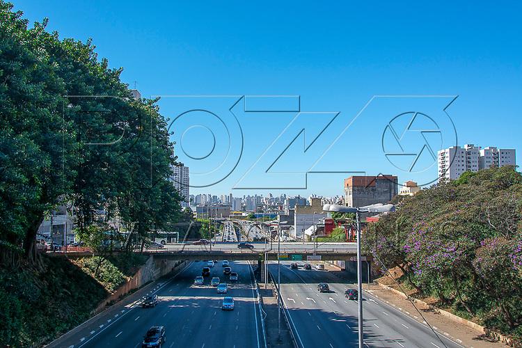 Avenida Radial Leste no bairro Liberdade, São Paulo - SP, 07/2016.