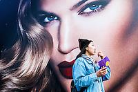 Nederland, Amsterdam, 30 maart 2016<br /> Billboard bij de Bijenkorf met Charlotte Tilbury die een nieuwe make-uplijn promoot.<br /> Enorm portret van Tilbury domineert het straatbeeld.<br /> Foto (c) Michiel Wijnbergh